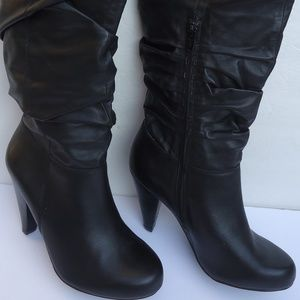 SIZE 7M.Arturo Chiang Delaunay black leather boots